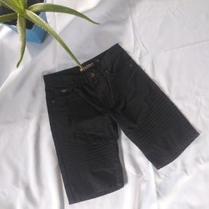 South Pole size 10 Black Shorts (A27)